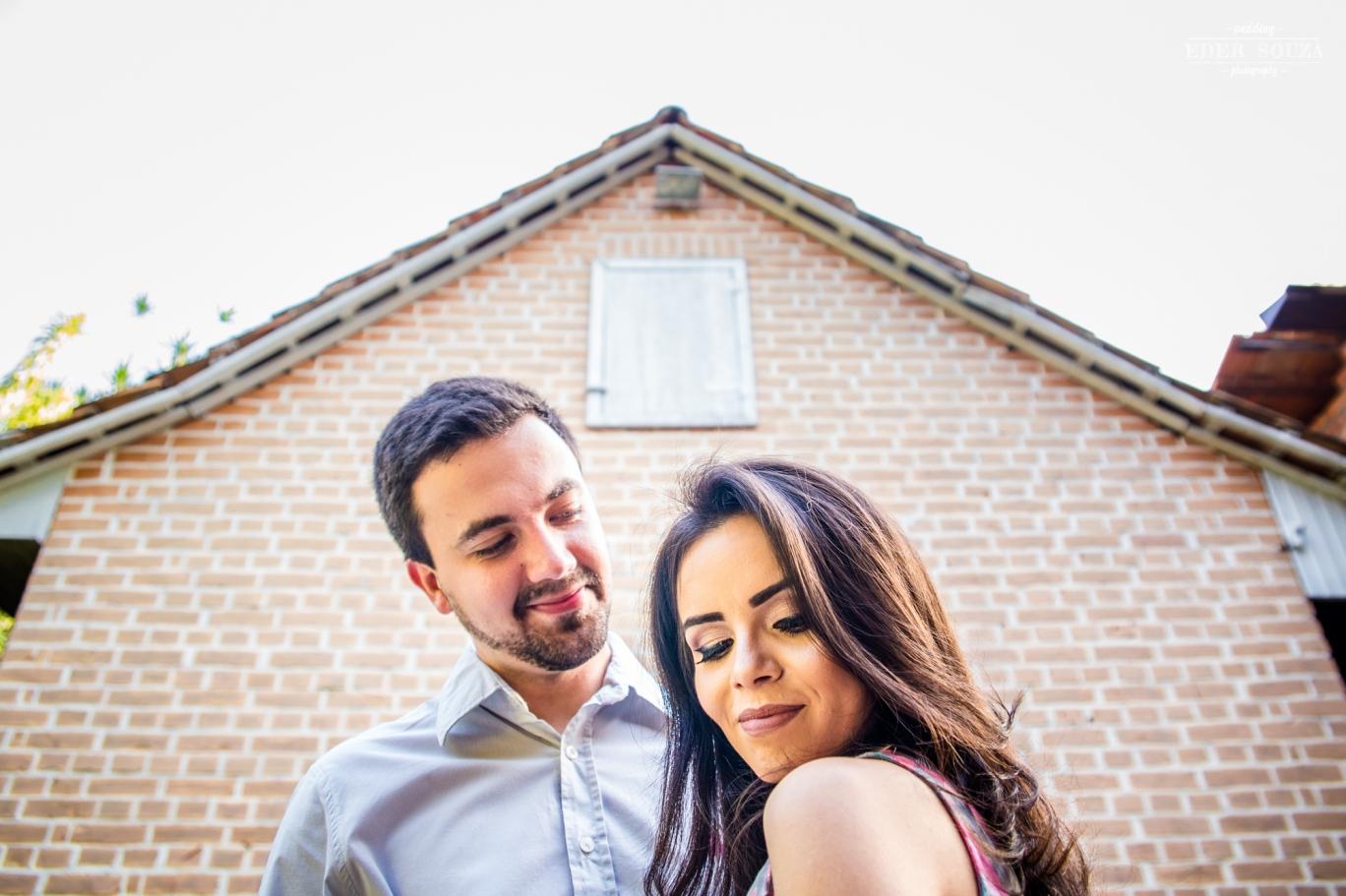 Casal romântico em pré wedding na Vinícola Castelli Mondini.