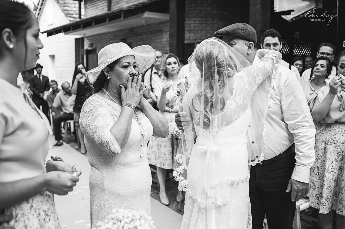 família se despedindo da noiva